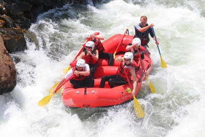Rafting-Tour auf wildem Fluss